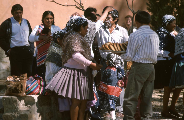 lama-glama-4-bolivia-2001