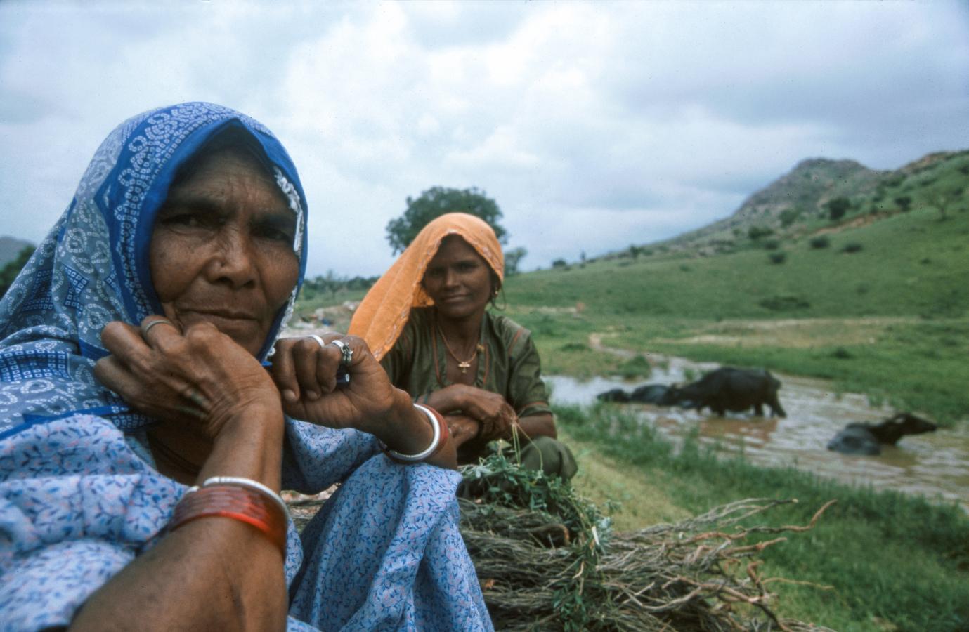 women-around-pushkar-india-2003