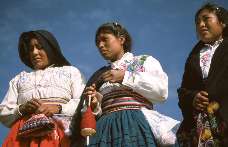 women-around-lake-titicaca-peru-2001