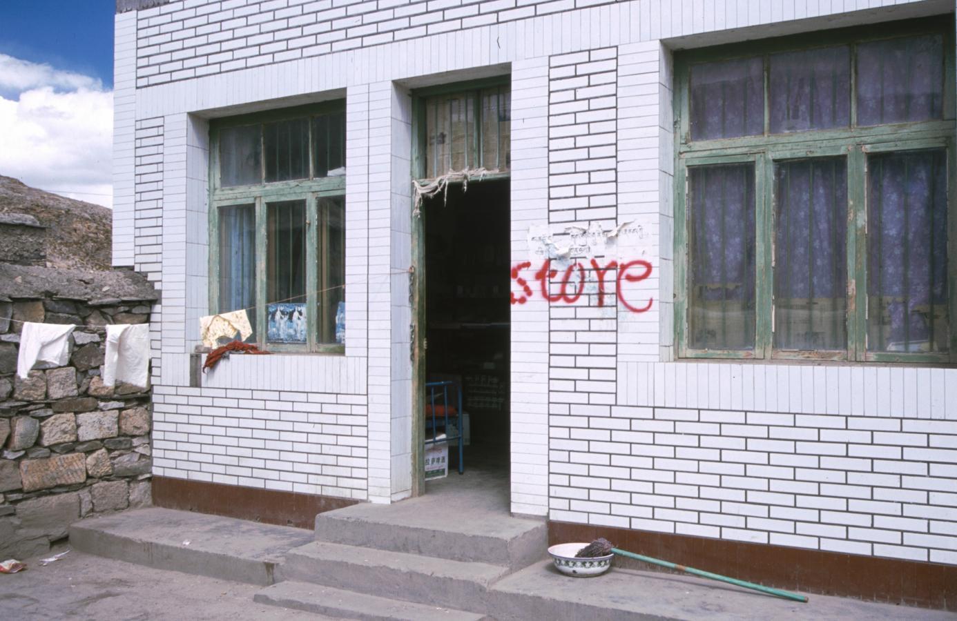 store-in-gyantse-tibet-2000