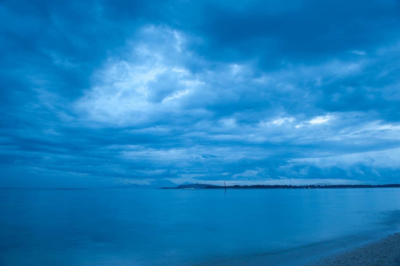 blue-sky-gili-air-2010