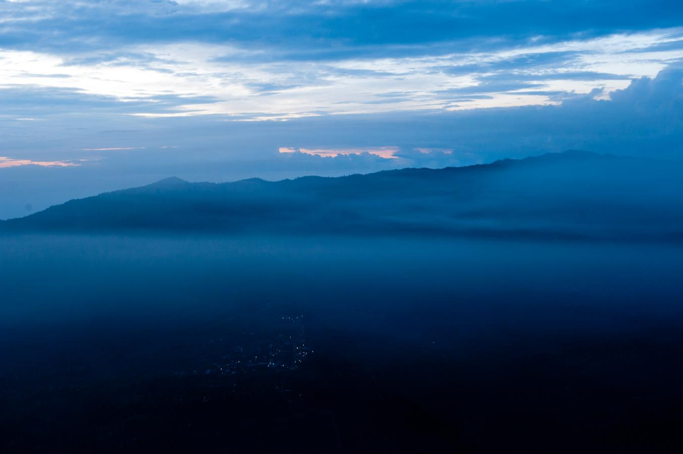 sunrise-at-the-bromo-volcano-java-2010