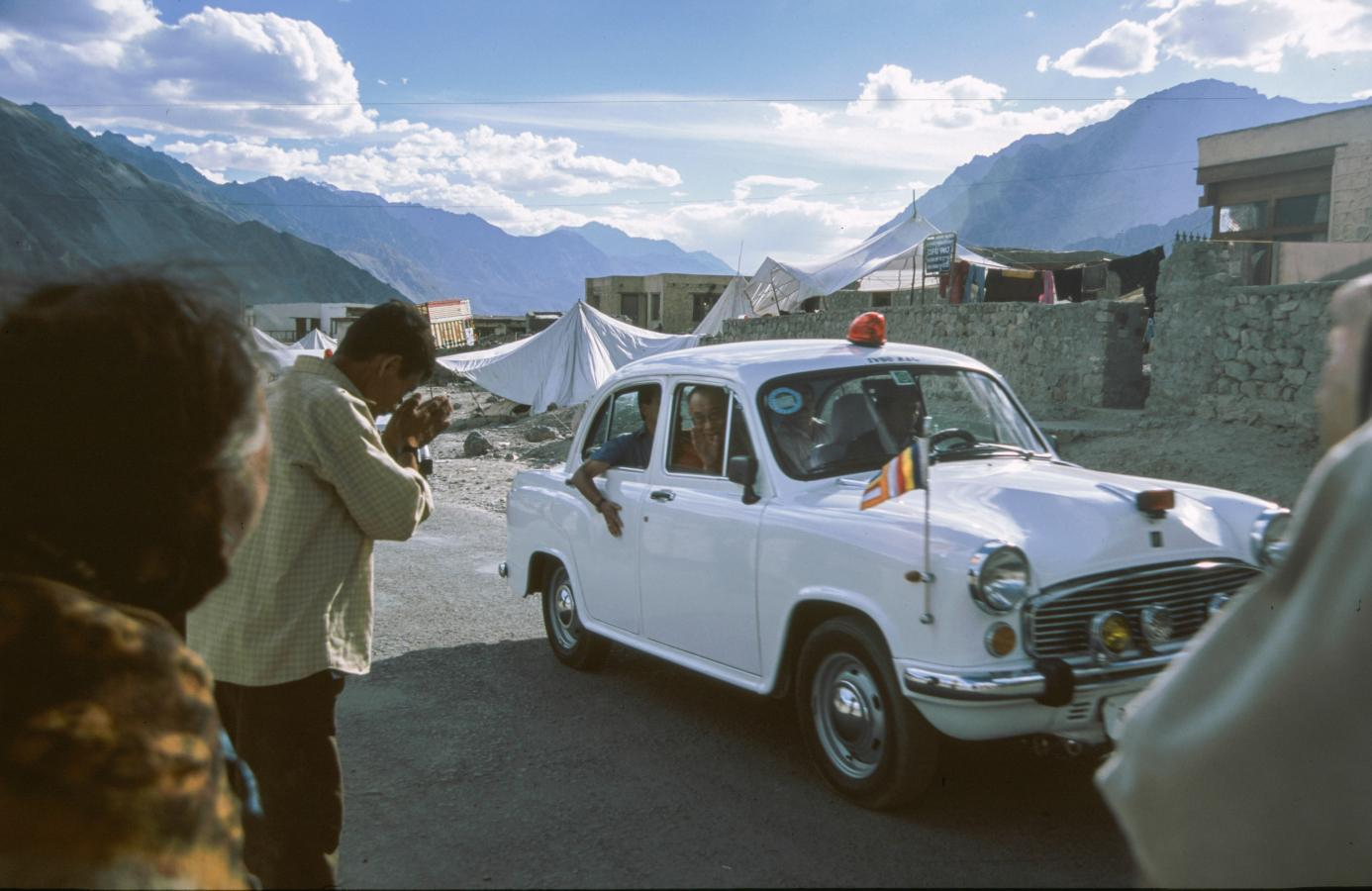 visit-from-the-dalai-lhama-around-leh-2003