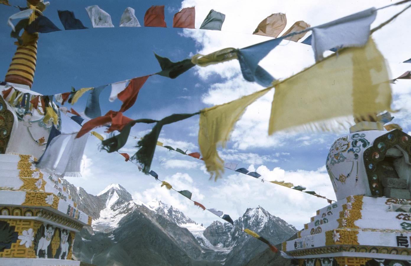 prayer-flags-around-leh-2003