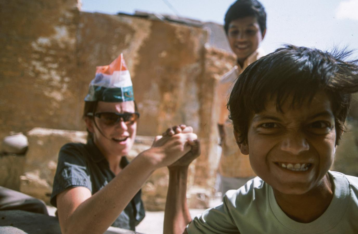 arm-wrestling-in-jaisalmer-2003