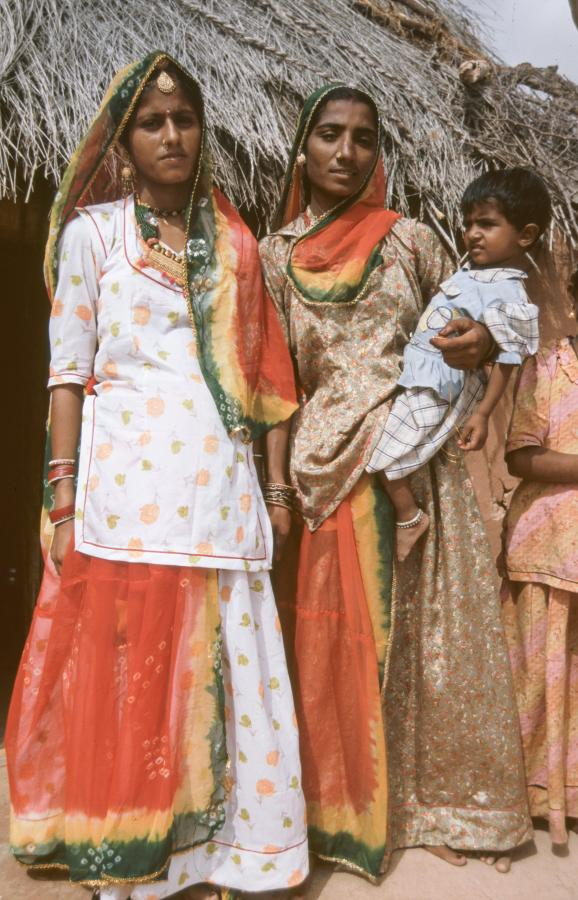family-portrait-in-the-desert-around-jaisalmer-2003
