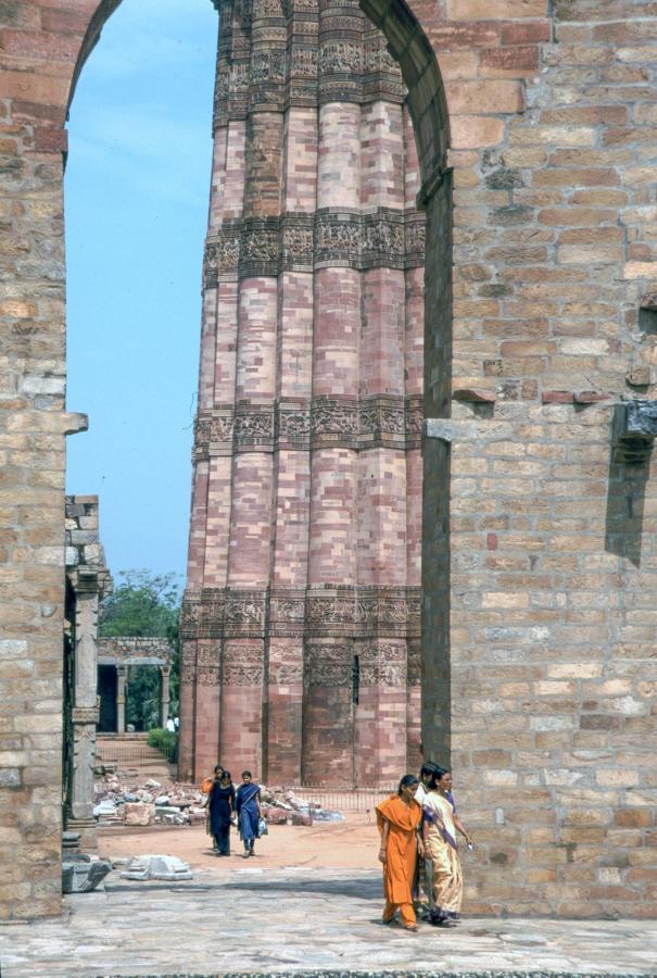 qutub-minar-delhi-india-2003