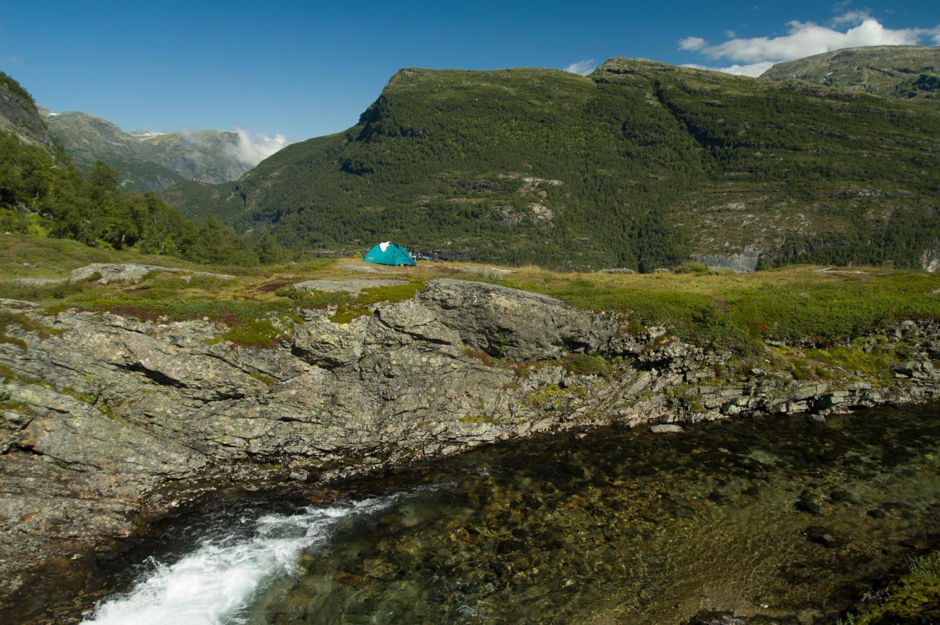 hiking-back-to-myrdal-norway-2006