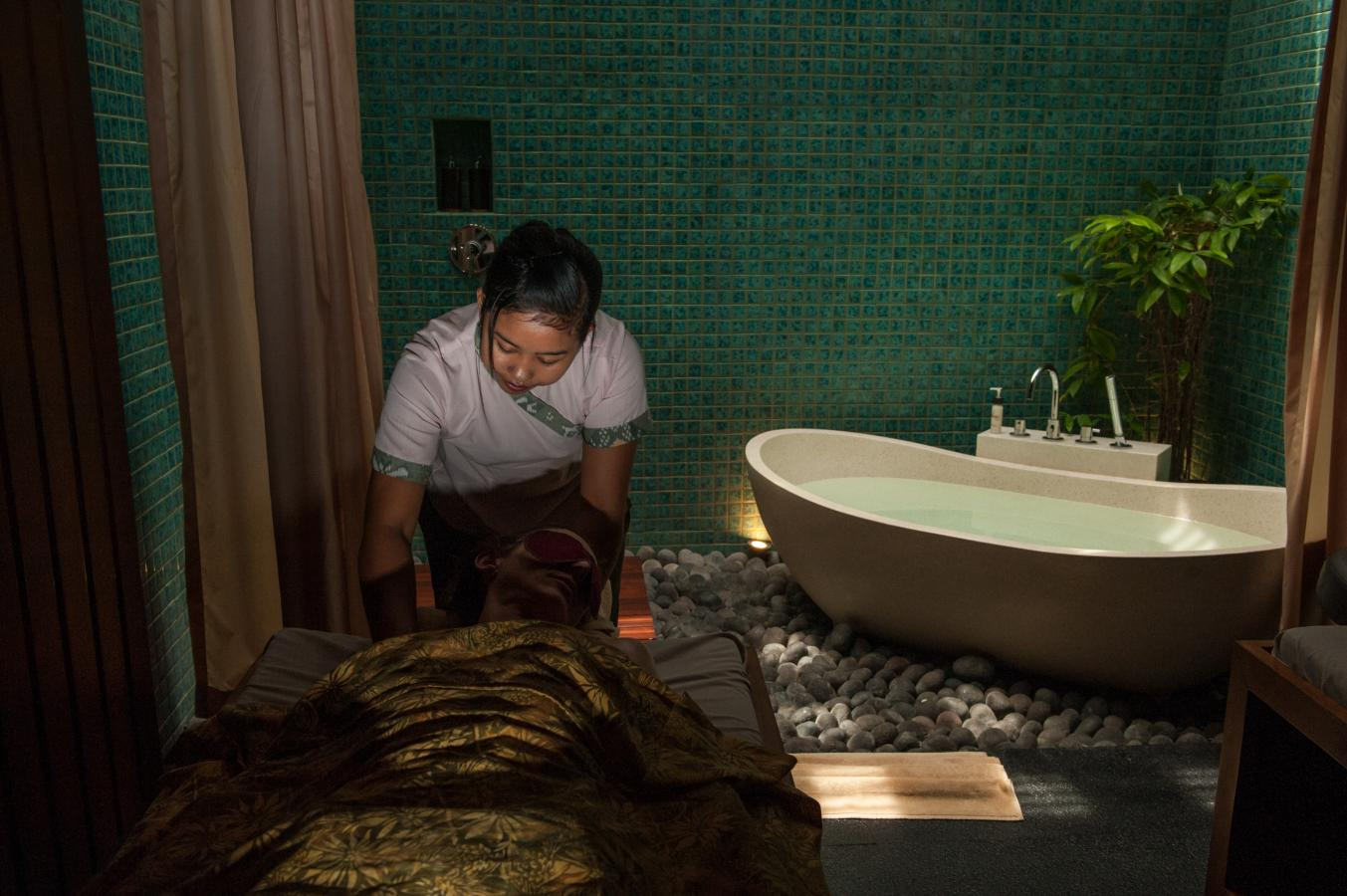 balinese-massage-with-chocolate-scrub-sanur-bali-2013